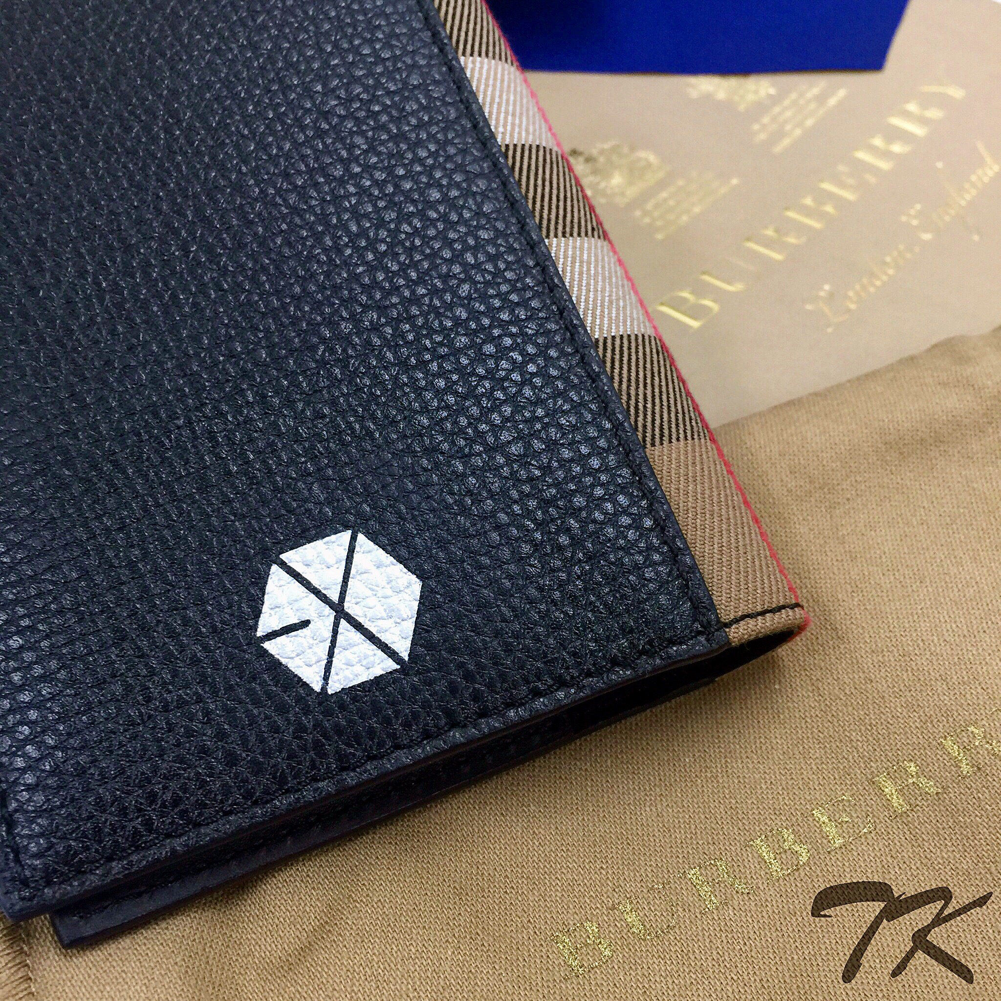 "Burberry Passport ""EXO"""