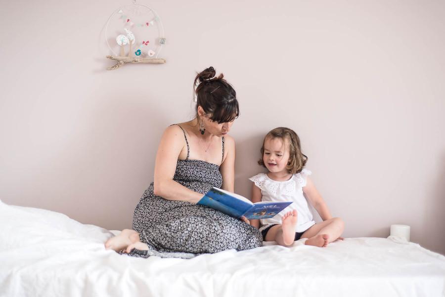 Moment lecture avec maman
