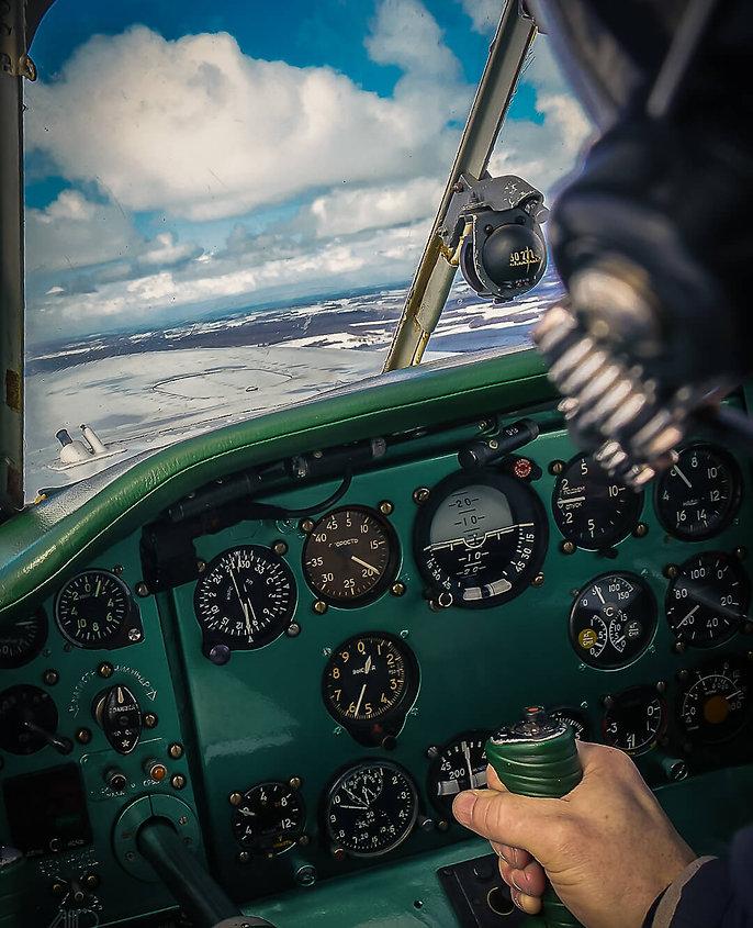 За штурвалом самолета