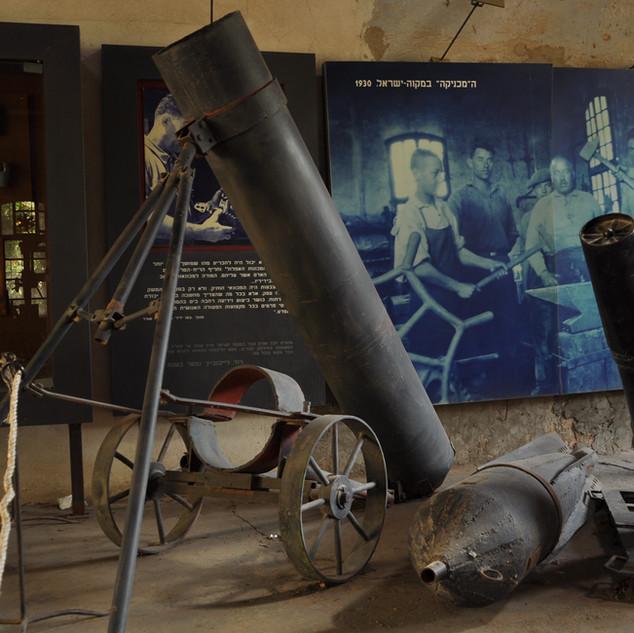 L'atelier de Leibowitz devient la première fabrique d'armes, dont le célèbre mortier, la Davidka. Leibowitz est le précurseur du développement militaro-industriel d'Israël.