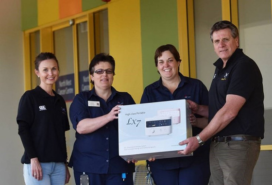 Tamworth hospital scores kind donation from Pirates Rugby Club