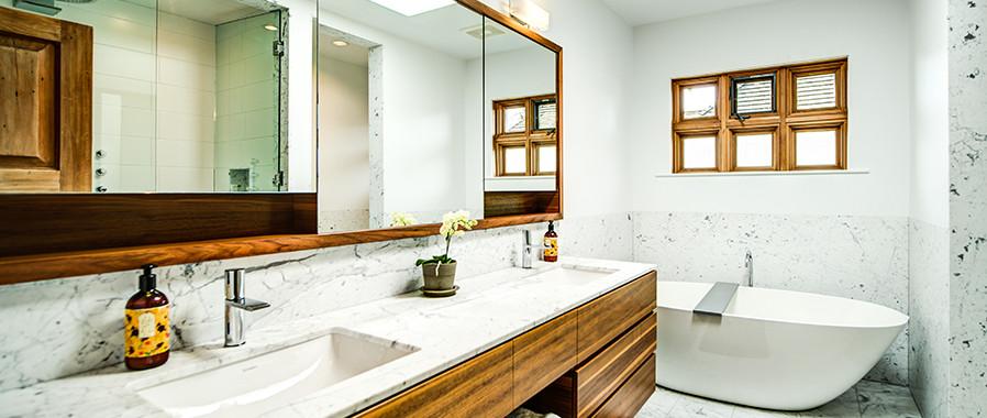 DeepCove_bathroom.jpg