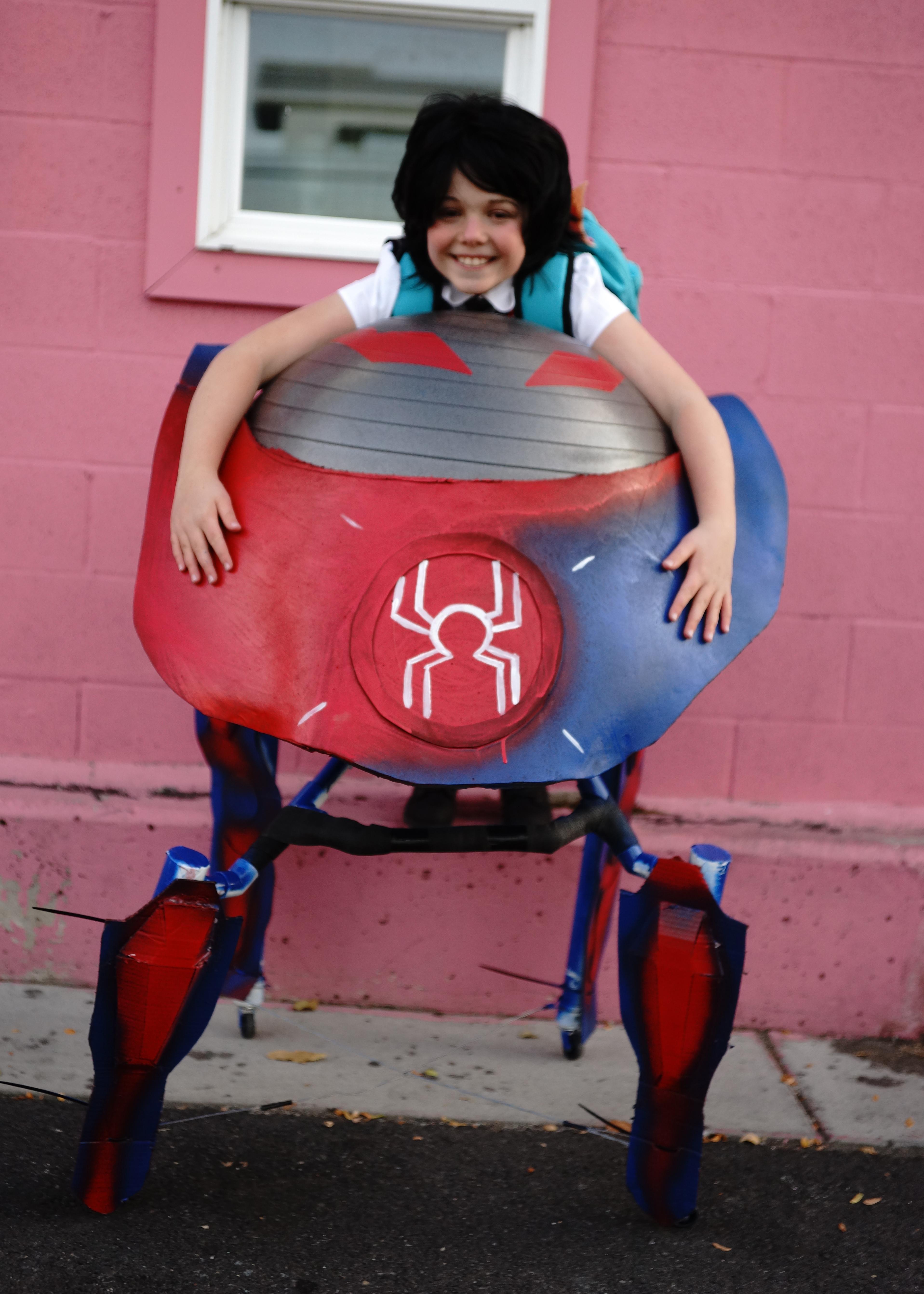 Clara_Spiderbot_hug