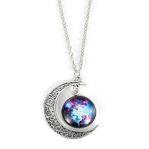 The moon pendant necklace