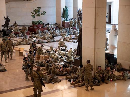 Diez mil elementos de la Guardia Nacional acampan en el capitolio de EU.