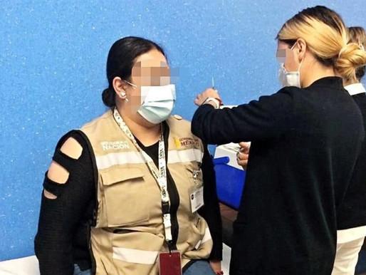 Alteran la fila de vacunación contra covid.