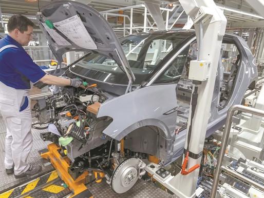 Plantas de Volkswagen, GM y Mazda suspenden operaciones por escasez de gas.