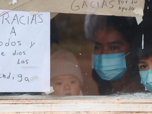 Familia poblana se contagia de covid y coloca letrero en su ventana pidiendo ayuda.