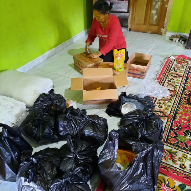 AIA food donation for Sulawesi