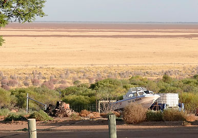 Menindee Lake, dry and roasting in the w