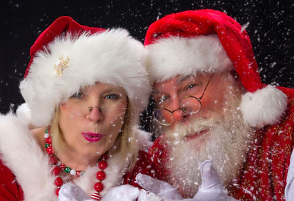 Mrs. Claus convinces Santa to take her on visits while he eats a cookie.