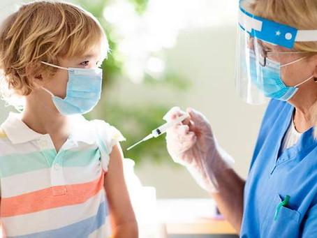 Madre y Padre deben autorizar la           vacunación de los menores de edad.