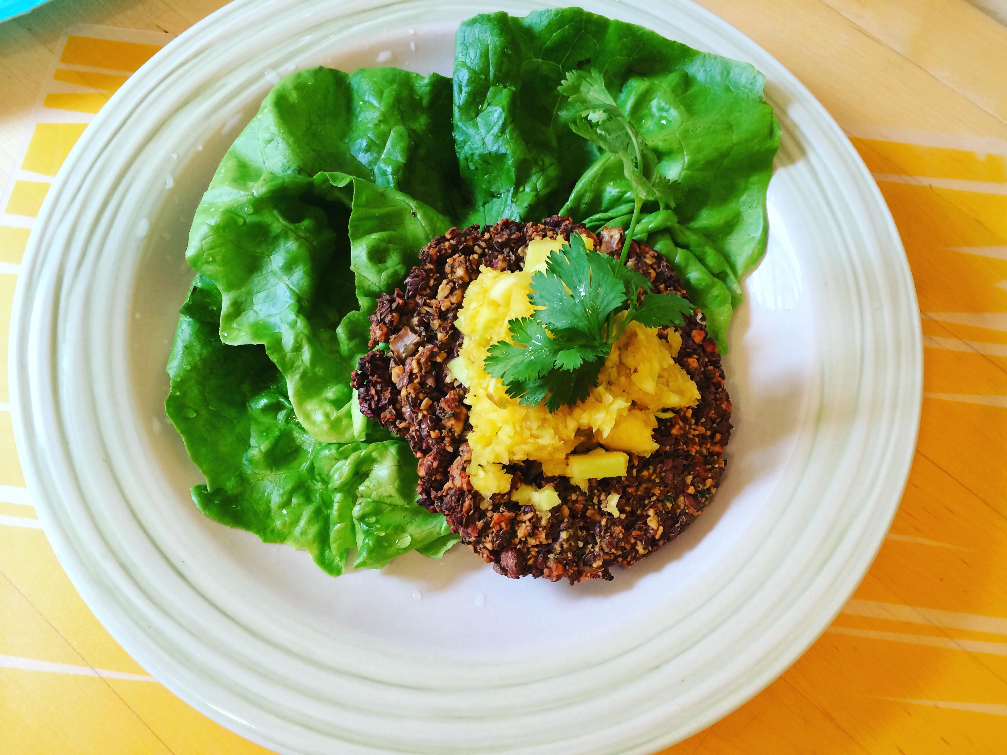 Quinoa burger w/ mango chutney