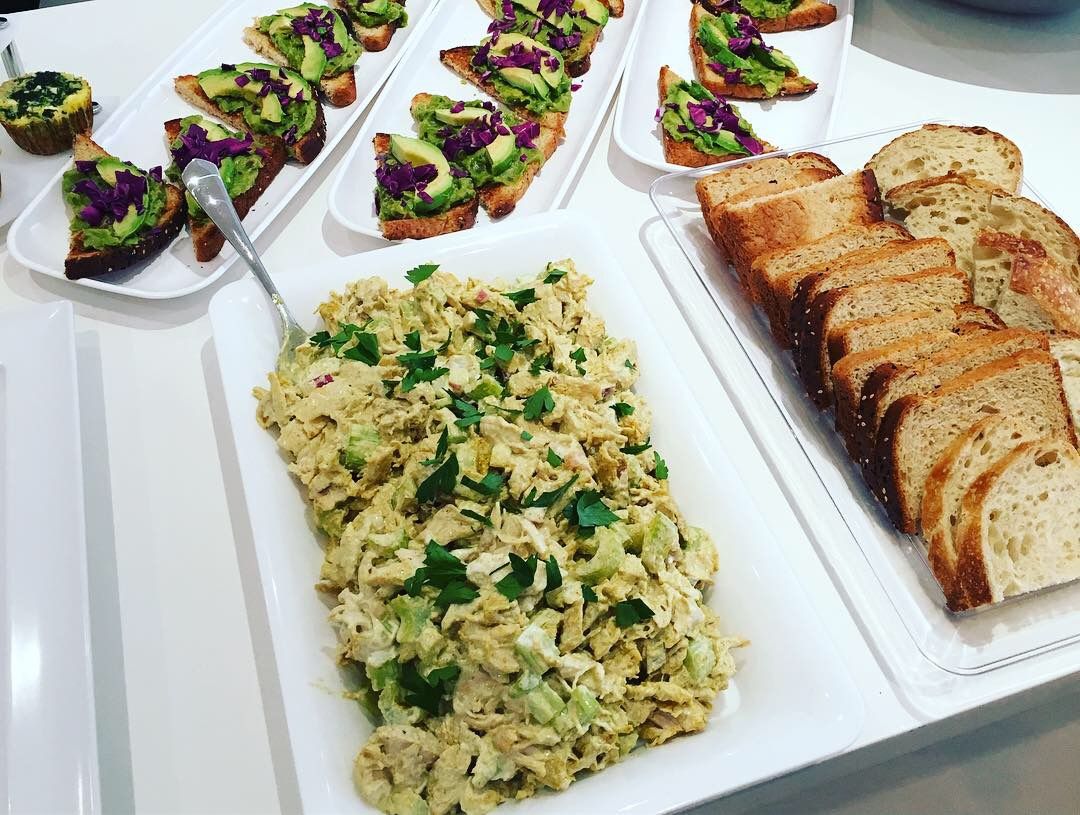 Brunch Avo toast & Chicken Salad
