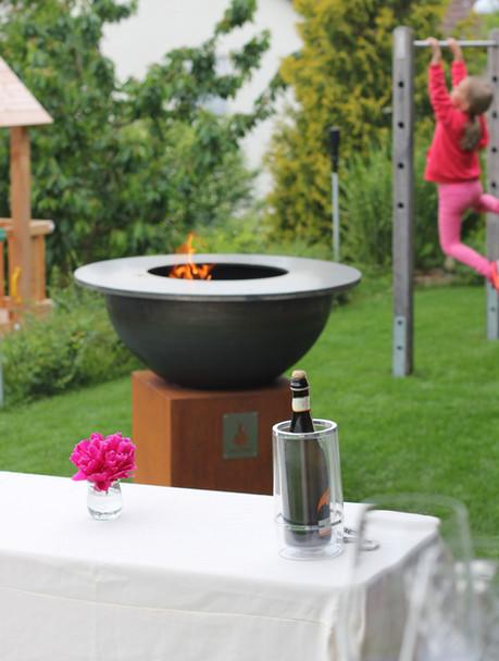 Design-Grill im Garten