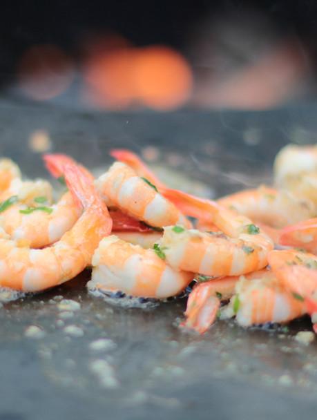 Shrimps gegrillt am BBQ-Feuerring