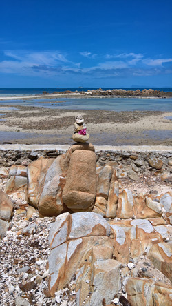 Stacking stones at the shore