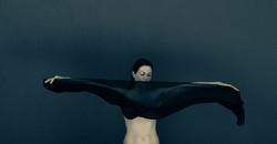 Akt mit schwarzem Schal ©Johannes Ratermann