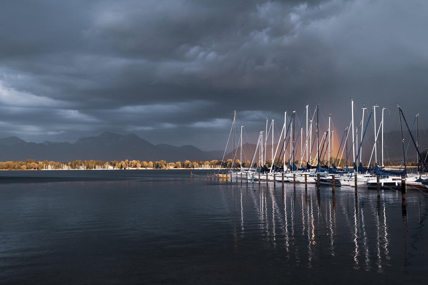 Yachthafen mit Regenbogen am Chiemsee ©Johannes Ratermann