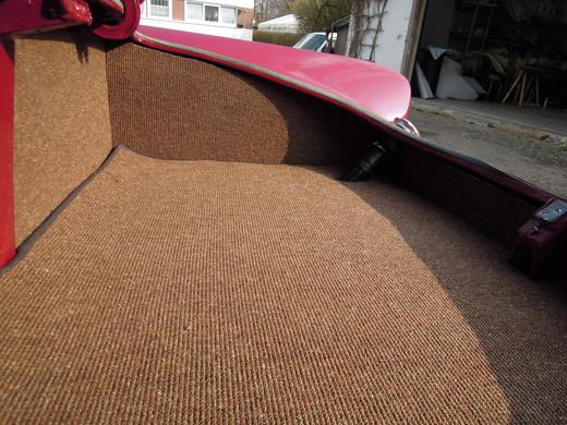 Kofferraum neu mit Teppich bezogen