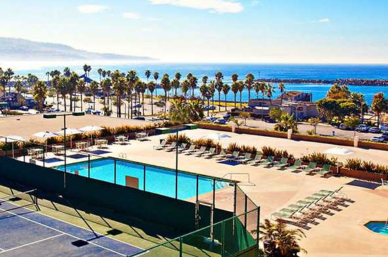 crowne-plaza-redondo-beach-pool.jpg