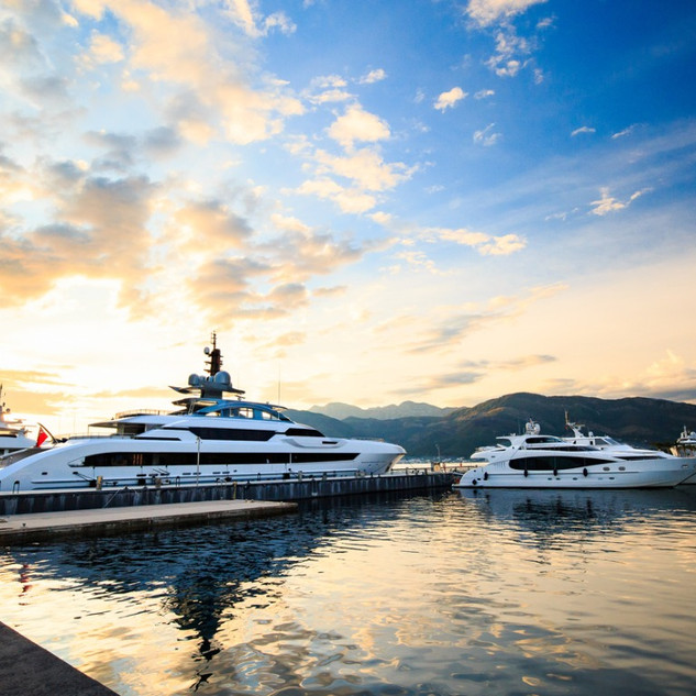 superyachts-in-luxury-yacht-marina-pictu