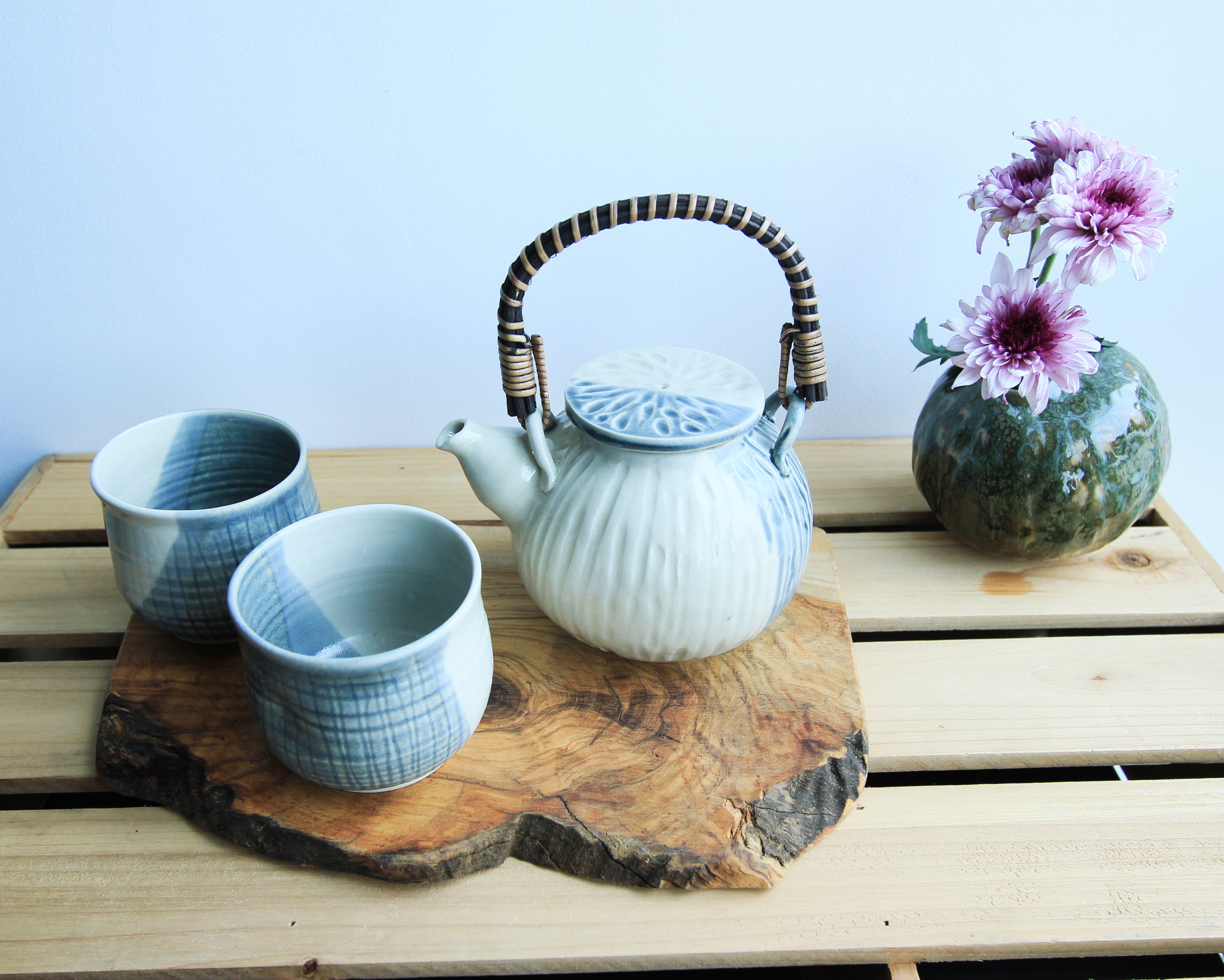 Grey white teapot set
