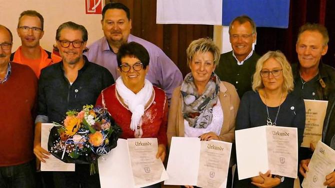 """LANGJÄHRIGE & VERDIENTE FUNKTIONÄRE: """"Viele Ehrennadeln"""" (merkur)"""