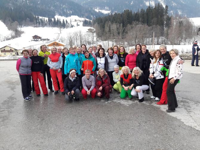 FÜR DIE LADIES: Unsere Tagesfahrt in die Skiwelt bei Kaiserwetter!