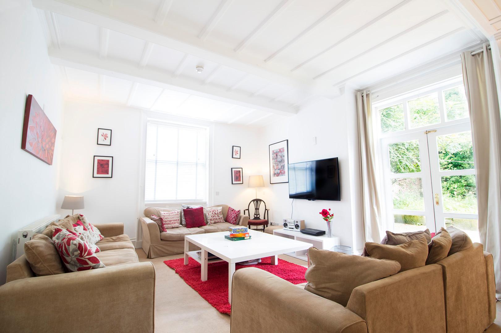 livingroomWEB.jpg