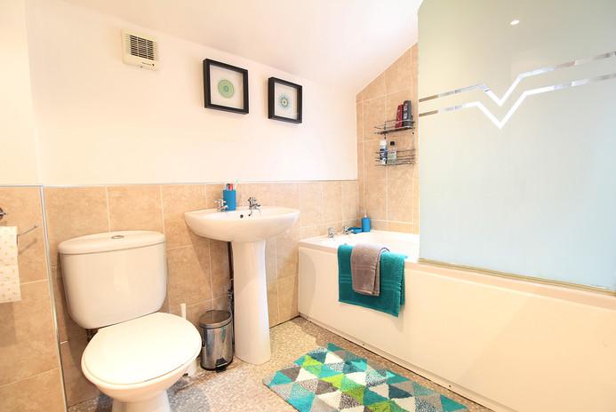 bathroomweb.jpg