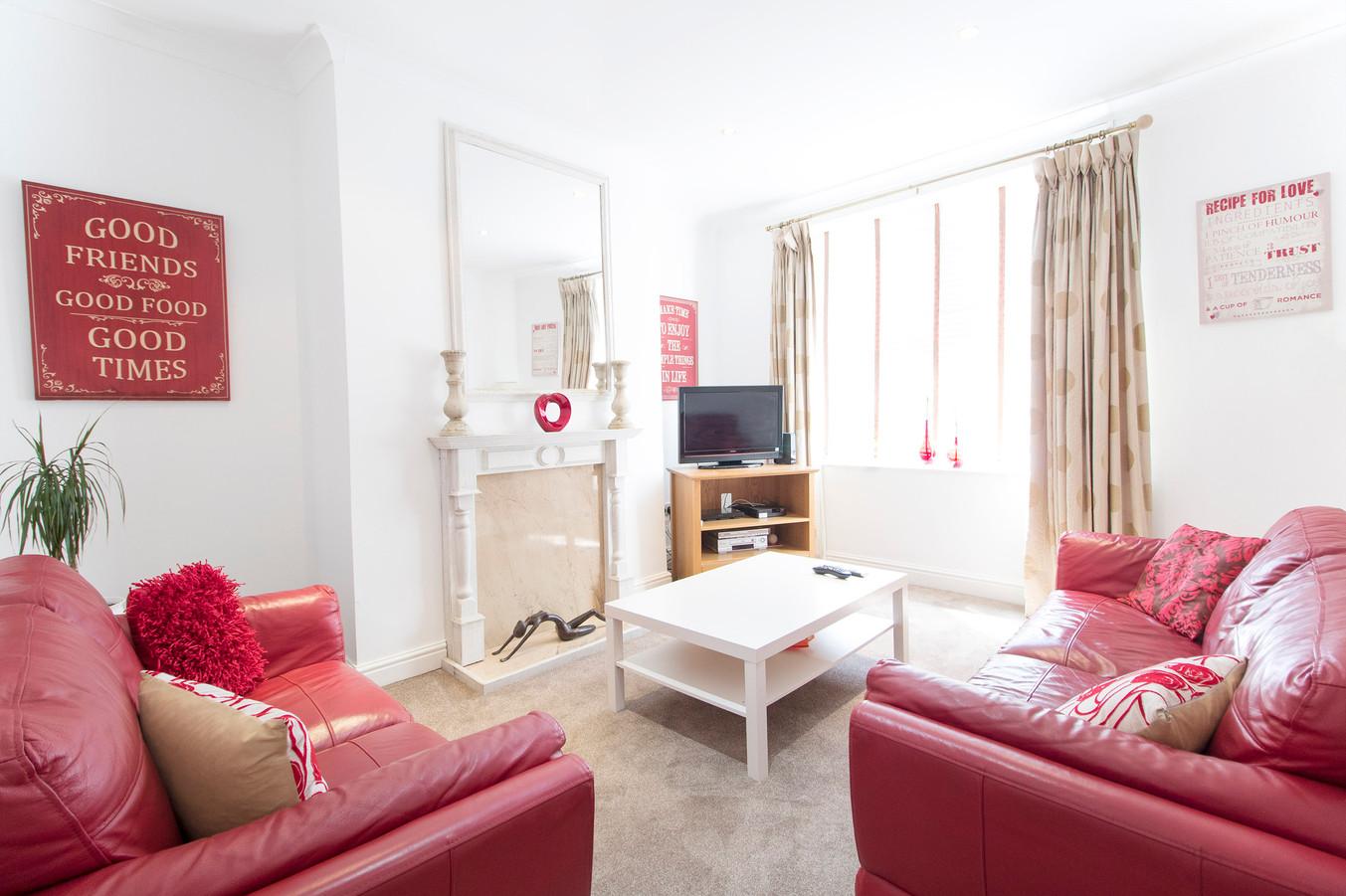 livingroomWEB[1].jpg