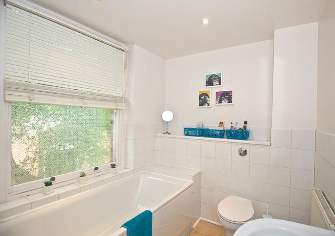 bathroom shared house cheshire.jpg