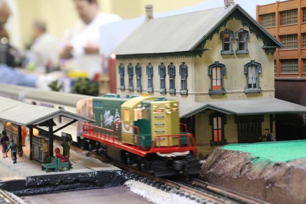 2016-RMR-Annual-Train-Show-O-Gauge-016.j