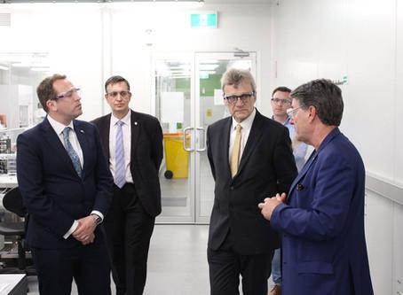 British Consul General visits UOW's ground-breaking 3D bioprinting initiative