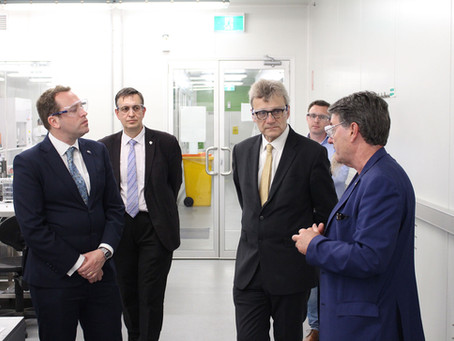 British Consul General visits UOW's ground-breaking 3D bioprinting initiative