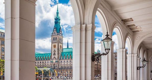 City centre of Hamburg with the Rathaus and the Alsterarkaden