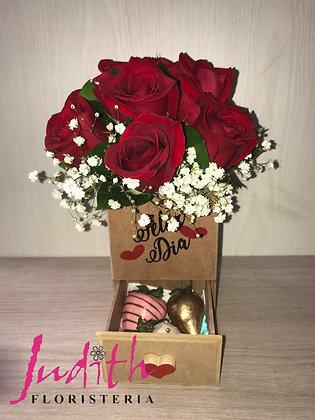 T79- Caja cofre en madera con Rosas y fresas