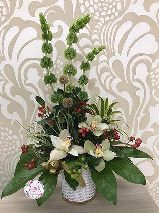 F57- Canasta con orquídeas