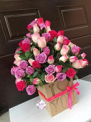 T105- Caja I Love You con 100 Rosas