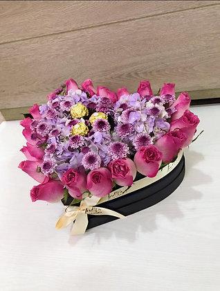 T97- Corazón Rosas, hortensias y chocolates