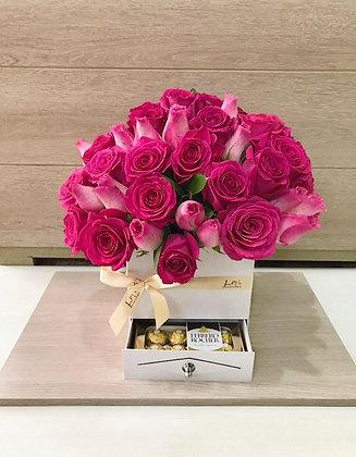 T98-Caja Cofre Rosas y Chocolates