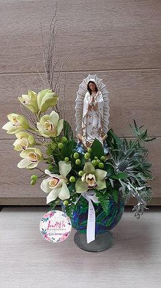 F48- Arreglo Mariano con Orquídeas