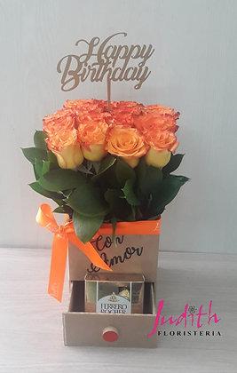 T112- Caja con rosas, chocolates y topper
