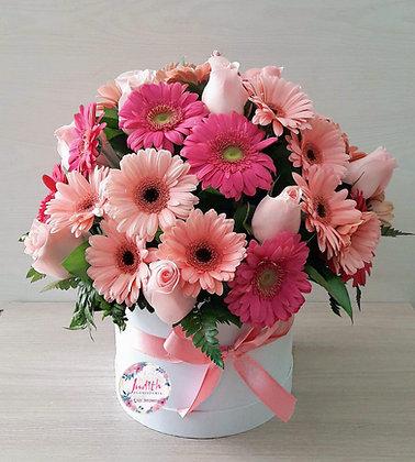 T108- Caja con Rosas y Gerberas