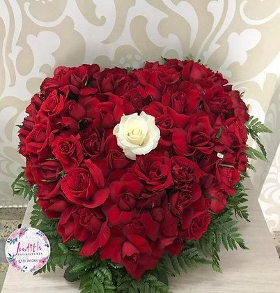F58- Corazón en Rosas Mediano