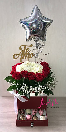 T78- Caja Cofre en rosas con Fresas