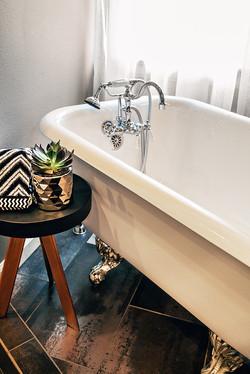 Elegant Tub Filler