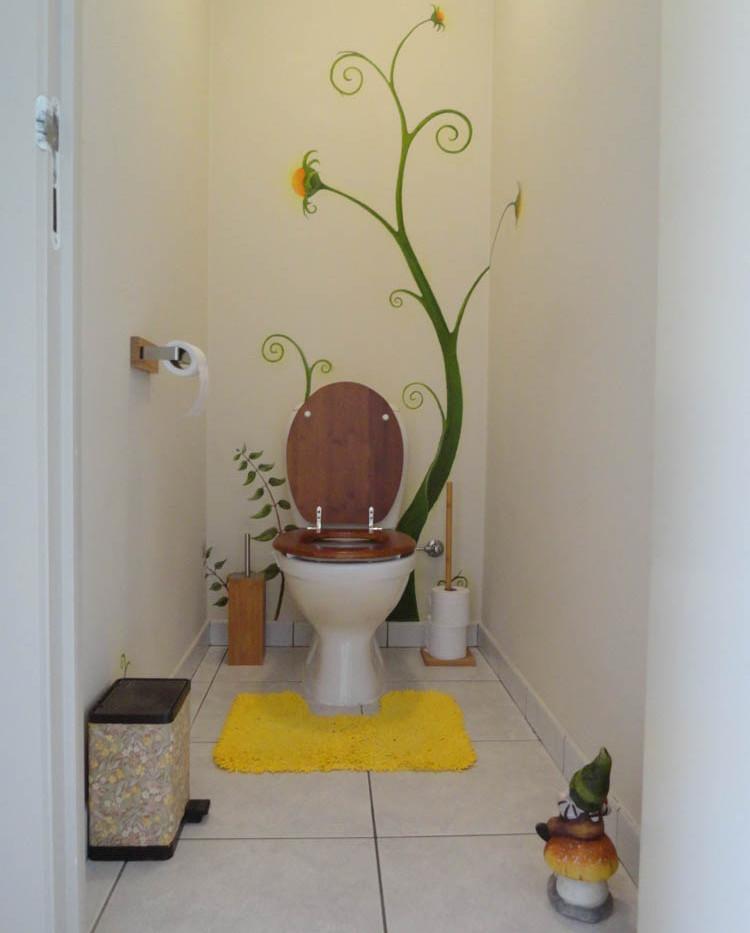 wc met muurschildering