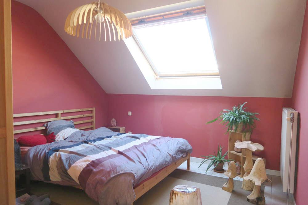 1ste slaapkamer (straatkant)